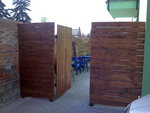 Dřevěná zástěna Olomouc - otevírání